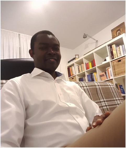 Ezekiel Oko in seinem Büro